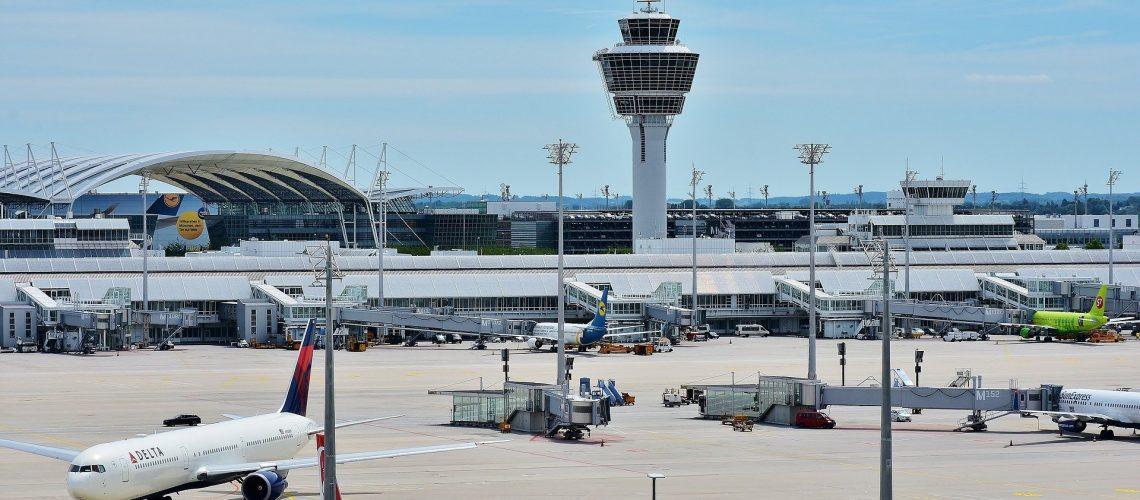 airport-2384837_1920